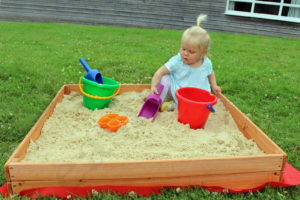 Easipet Junior Wooden Sand or Ball Pit with Cover, Indoor/Outdoor